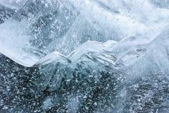 Blå is för härlig kristall med den bubblade strukturen arkivfoto