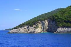 Blå för Ithaca för Ionian hav kust ö Arkivbild