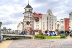 blå för kaliningrad för stadsfederationhus sky ryss Fyr i fiskby royaltyfri foto