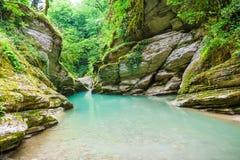 Blå flod i klyftan Royaltyfri Fotografi