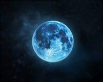 Blå fullmåneatmosfär på mörk bakgrund för natthimmel Arkivfoto