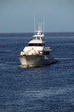 blå gående havseglingyacht Arkivbilder