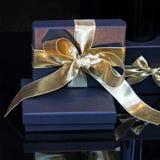 blå gåva royaltyfria bilder