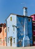 Blå gammal byggnad Arkivfoton