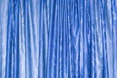 blå gardin Arkivfoto