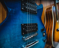 blå gitarr royaltyfria bilder