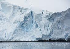Blå glaciär på den Antarktis halvön arkivfoton
