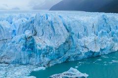 Blå is glaciar Perito Moreno i Patagonia Arkivfoton