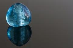 Blå glasädelsten fotografering för bildbyråer