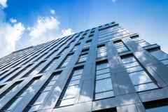 blå glass modern skyskrapavägg Royaltyfri Foto
