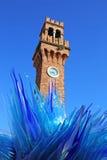 Blå Glass skulpturskärm av Simone Cenedes i Murano Arkivbild