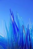 Blå Glass skulpturskärm av Simone Cenedes i Murano Arkivfoto