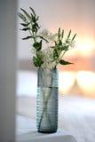 blå glass vase arkivbilder