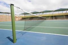 Blå gräsplan för tennisbana Royaltyfria Bilder