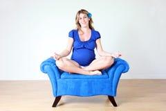 blå gravid kvinna arkivbilder