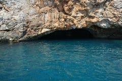 Blå grotta i den Herceg Novinsky fjärden Royaltyfri Fotografi