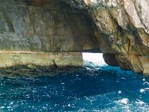 blå grotto malta arkivbild