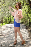 blå gullig överkant för klänningflickapink royaltyfri fotografi