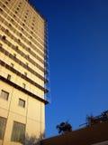 blå högväxt byggnadssky Royaltyfria Foton