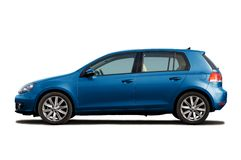 blå hatchback Royaltyfri Bild
