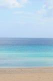Blå hav och strand royaltyfria foton