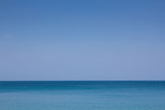 Blå havs- och himmelbakgrund Arkivfoton