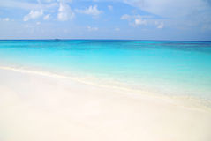 Blå havs- och vitsand fotografering för bildbyråer