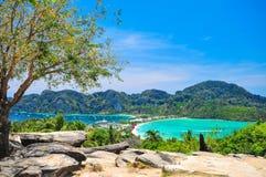 Blå havsiktspunkt på Phi Phi Island Thailand Royaltyfria Foton