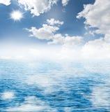 blå havssky Arkivfoto