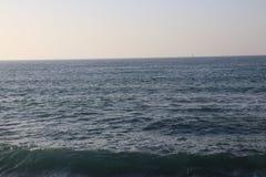 Blå havsvatten och himmel Royaltyfria Foton