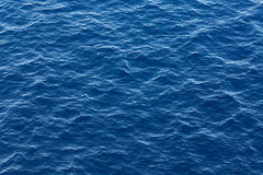 Blå havvattentextur arkivbilder