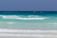 blå havwaves Arkivfoton