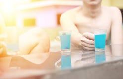 Blå hawaii coctail, blått hawaii för coctail för sommarsemester Royaltyfri Fotografi
