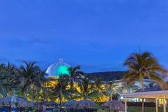 Blå himmel över den storslagna Palladiumsemesterorten Jamaica västra Indies arkivfoton