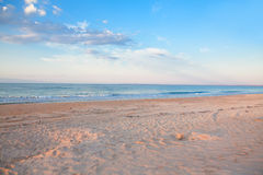 Blå himmel över stranden Fotografering för Bildbyråer