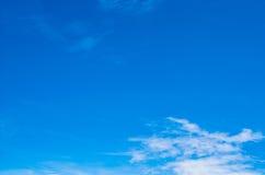 Blå himmel Arkivfoto