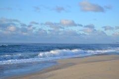 Blå himmel, blått hav Arkivfoto
