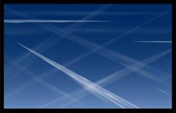 Blå himmel för flygplanContrails Arkivbild