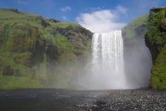 Blå himmel för Island kaskad med ingen Arkivbild