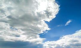 Blå himmel för moln, når att ha regnat Arkivbilder