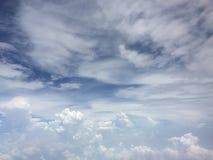 Blå himmel för trevlig bakgrund royaltyfria foton