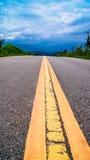 Blå himmel för väg Arkivbilder
