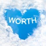 Blå himmel för värt moln för ordinsidaförälskelse endast arkivfoton