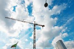 Blå himmel med konstruktionskranen, ingen kropp Royaltyfri Foto