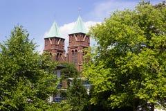 Blå himmel med kyrkan i bakgrunden Royaltyfria Bilder