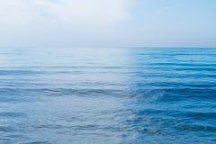 Blå himmel med moln över havet Fotografering för Bildbyråer