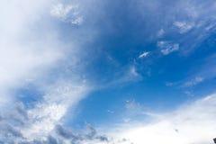 Blå himmel med moln för bakgrund Royaltyfria Foton