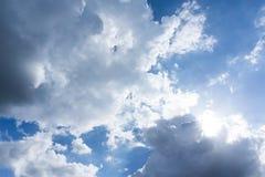 Blå himmel med moln för bakgrund Royaltyfri Bild