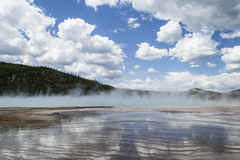 Blå himmel med moln i Yellowstone Royaltyfri Foto