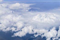 Blå himmel med molnbakgrund Fotografering för Bildbyråer